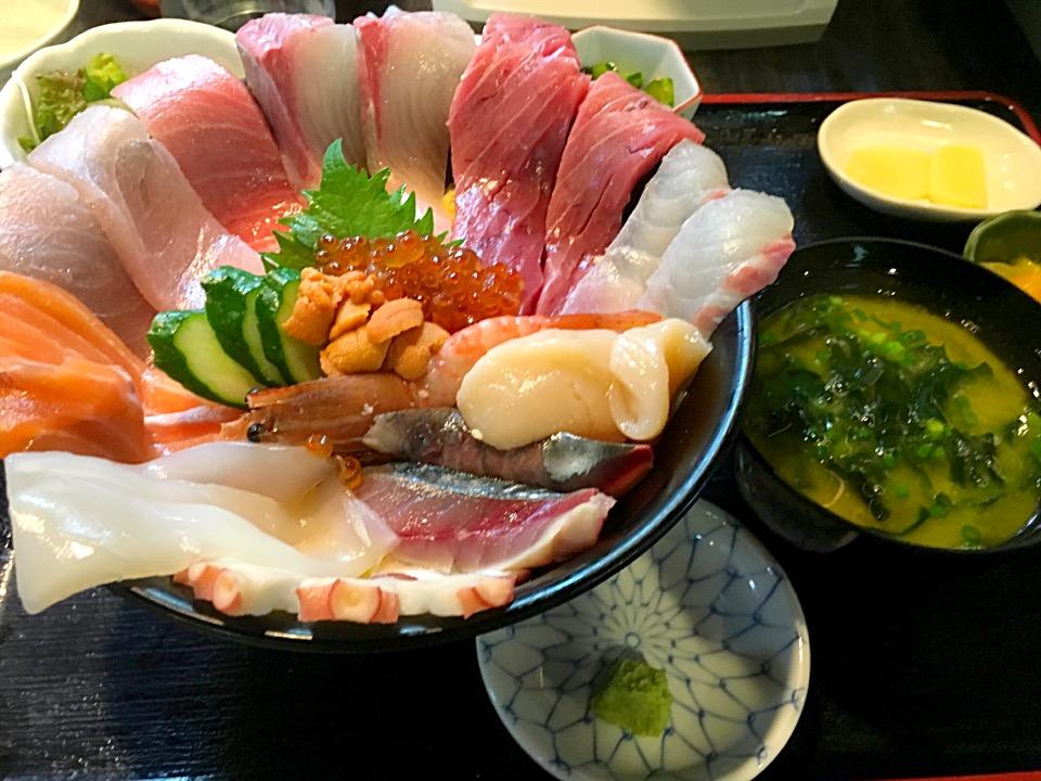 【魚良】田崎市場にある海鮮丼がデカすぎてビビる@メニュー&料金