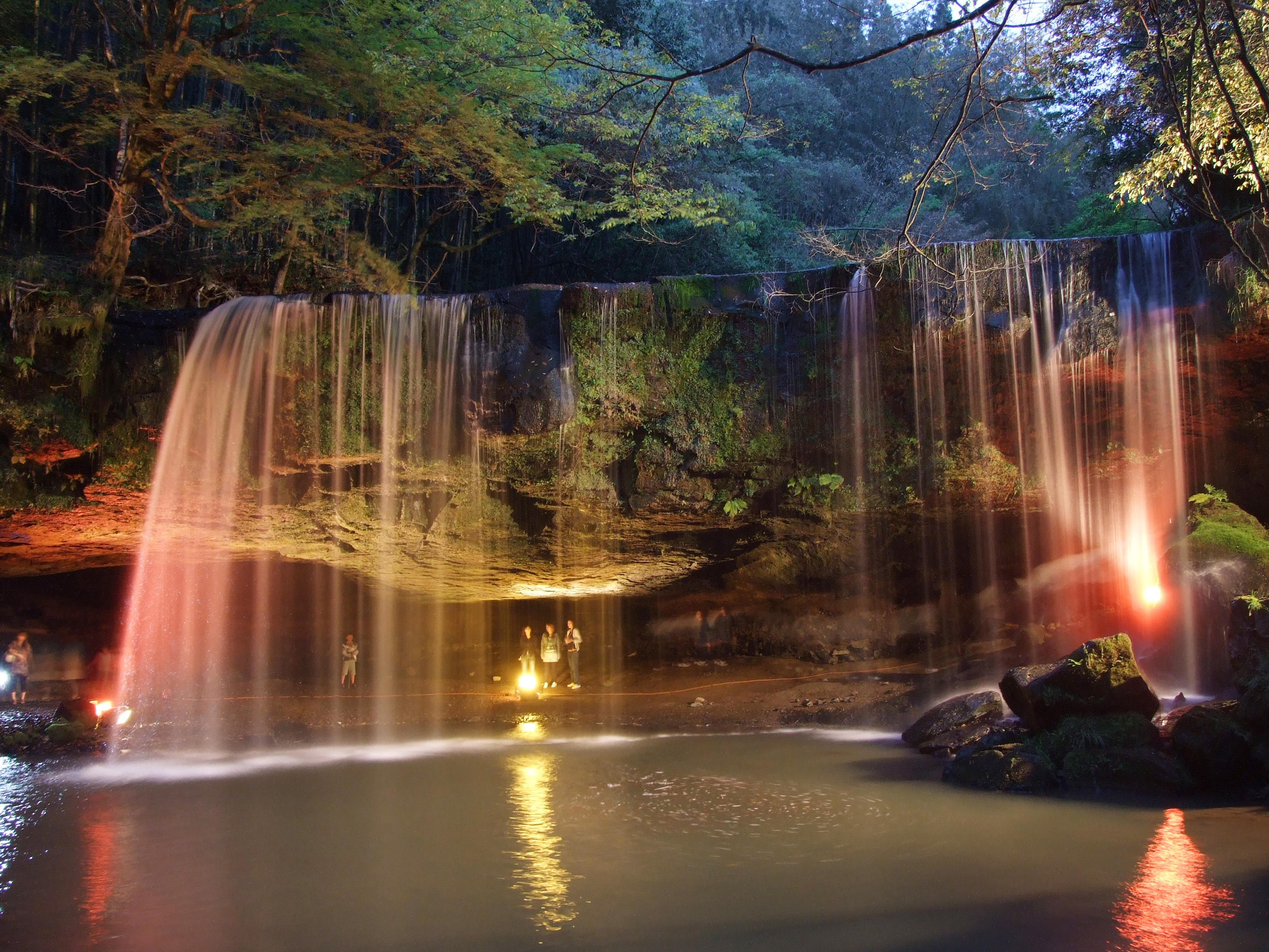 【鍋ヶ滝】ライトアップ情報!阿蘇小国@CMでも話題になった滝が凄い