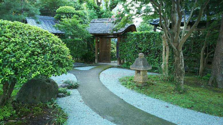 【玄宅寺】水前寺成趣園、大きいひょうたんが置いてありました