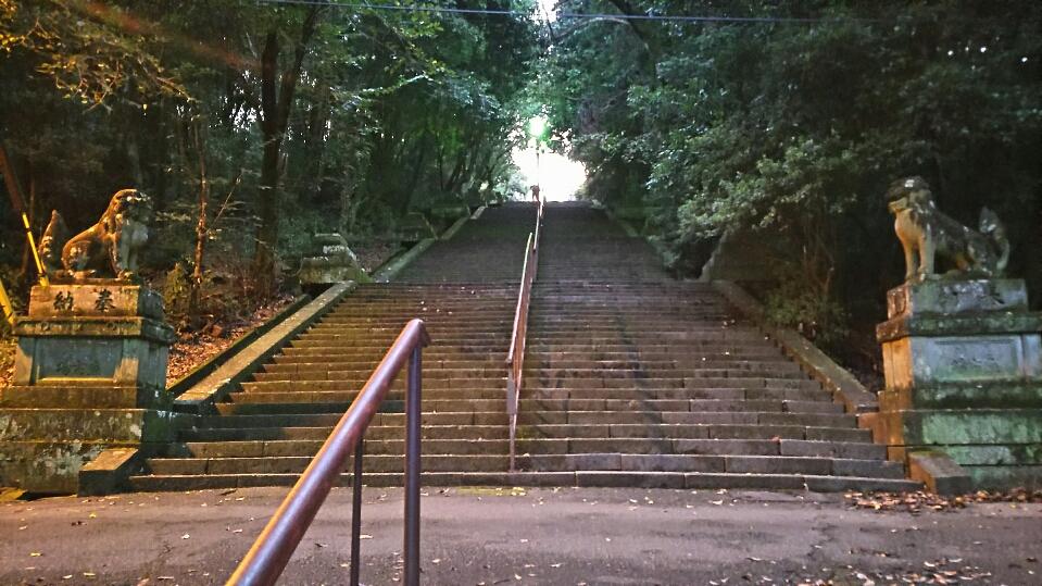 【本妙寺】333段の階段を上ると、夜景・加藤清正像がある