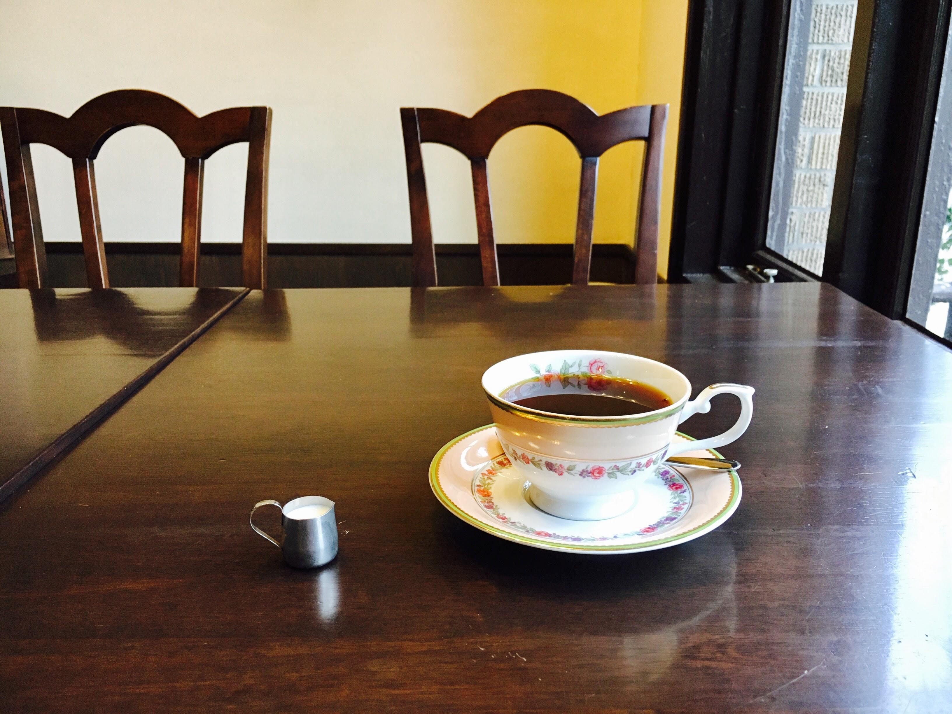 【長崎次郎喫茶室】熊本市・新町の電車を眺めながらコーヒーが飲めるレトロな喫茶店