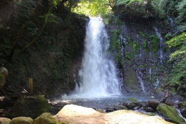【白糸の滝】熊本・西原村にある迫力満点のパワースポットへ!ライトアップも